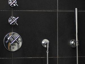 Alle typer VVS arbejde udføres i badeværelse
