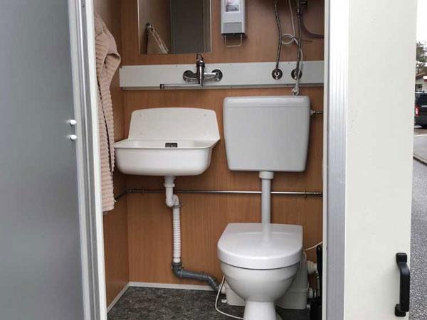 Kompakt badeværelse i mandskabsvogn